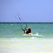 Kite surfing on Holbox island, Quintana Roo, Yucat�n Peninsula, Mexico